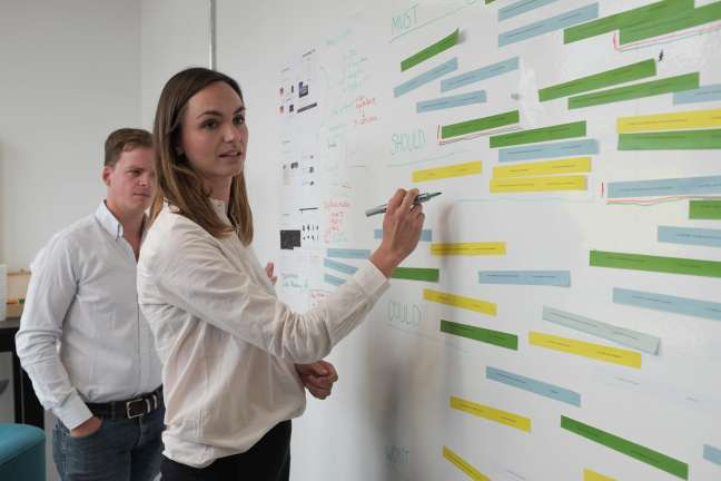 Two team members priorities tasks in a digital transformation project